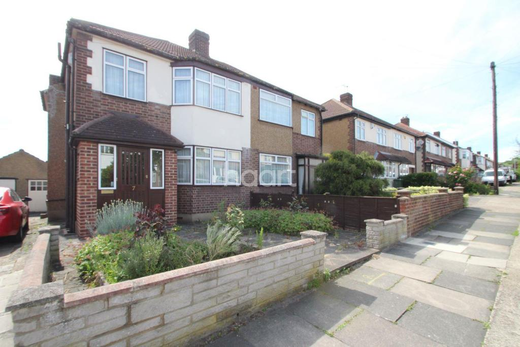 3 Bedrooms Semi Detached House for sale in Thurso Close, Harold Wood, RM3 0YR
