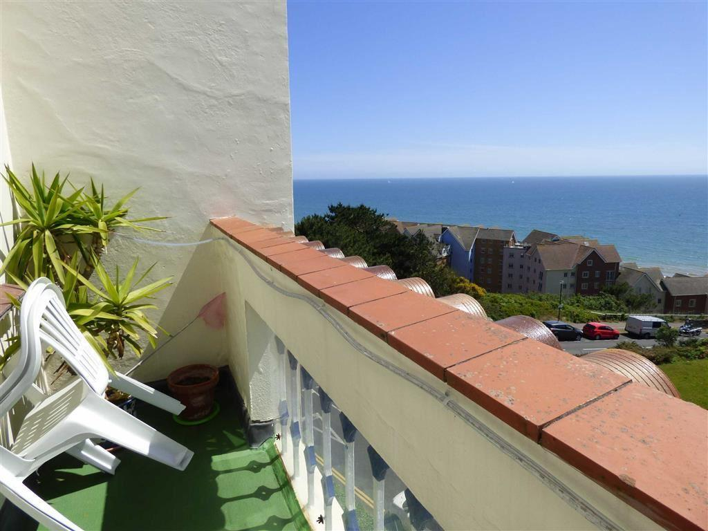 2 Bedrooms Flat for sale in Sea Road, Boscombe Spa, Bournemouth, Dorset, BH5