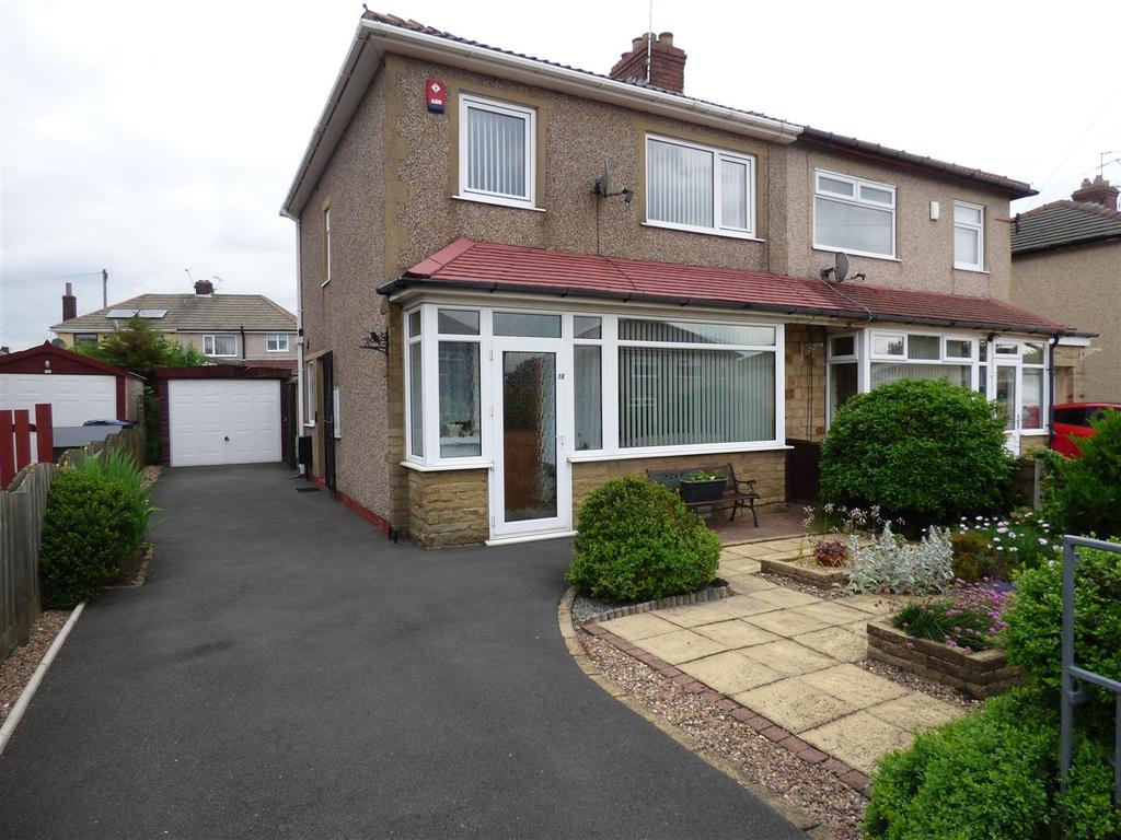 3 Bedrooms Semi Detached House for sale in Plumpton Gardens, Bradford