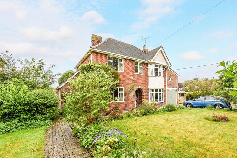 4 Bedrooms Detached House for sale in Winchester Road, Andover