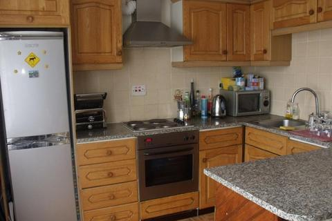 3 bedroom flat to rent - Boileau Parade, London