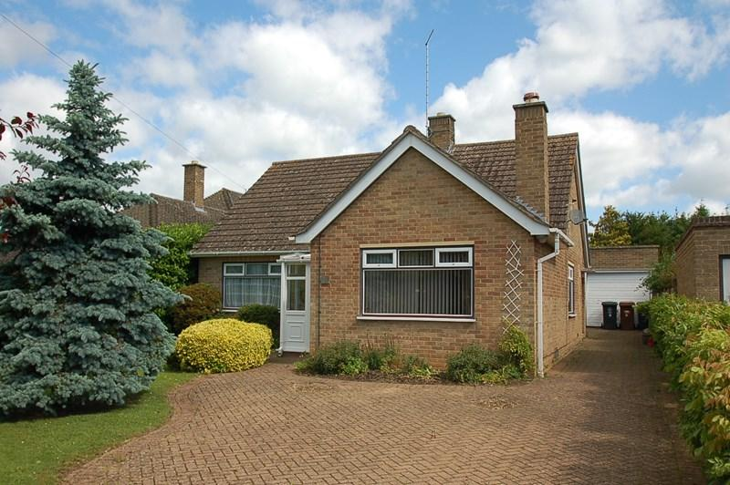 3 Bedrooms Detached Bungalow for sale in Herne Road, Oundle, PE8