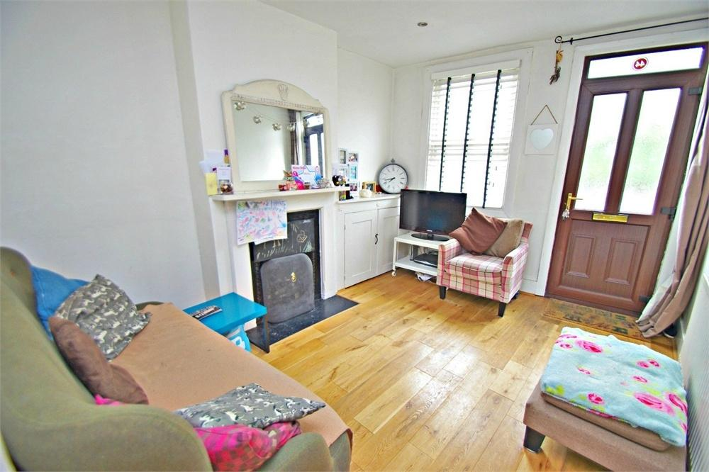 2 Bedrooms Terraced House for sale in Langley Road, WATFORD, Hertfordshire