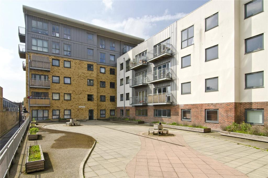 2 Bedrooms Flat for sale in Catherine House, 5 Thomas Fyre Drive, London, E3