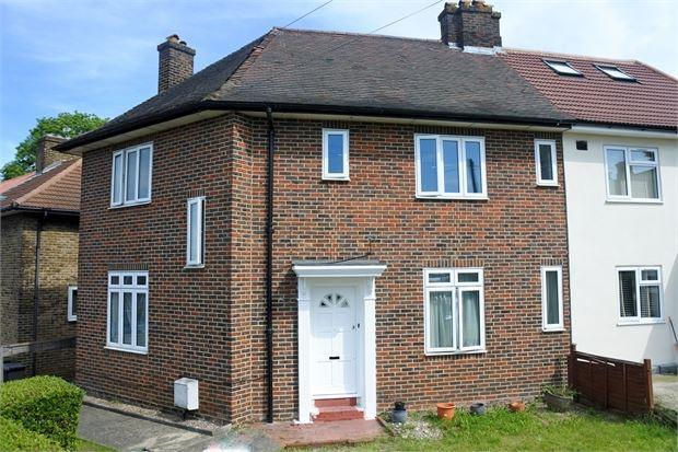 3 Bedrooms Semi Detached House for sale in Randlesdown Road, Bellingham, London, SE6 3SP