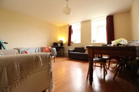 3 bedroom flat to rent - Whiston Road, Haggerston, E2
