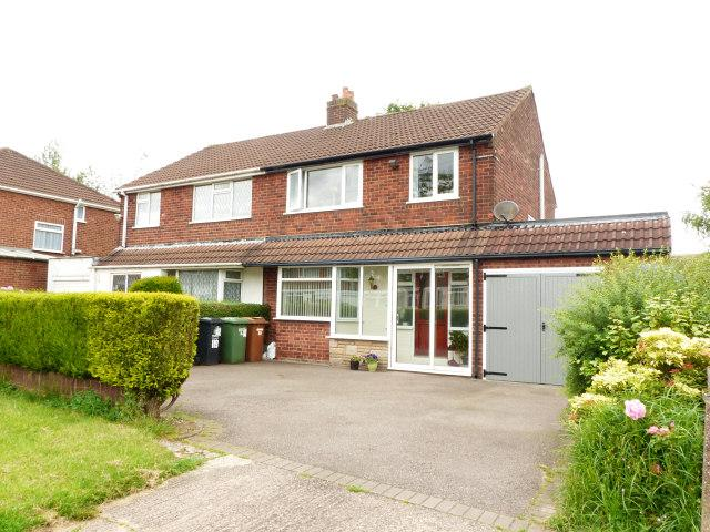3 Bedrooms Semi Detached House for sale in Lowlands Avenue,Streetly,Sutton Coldfield