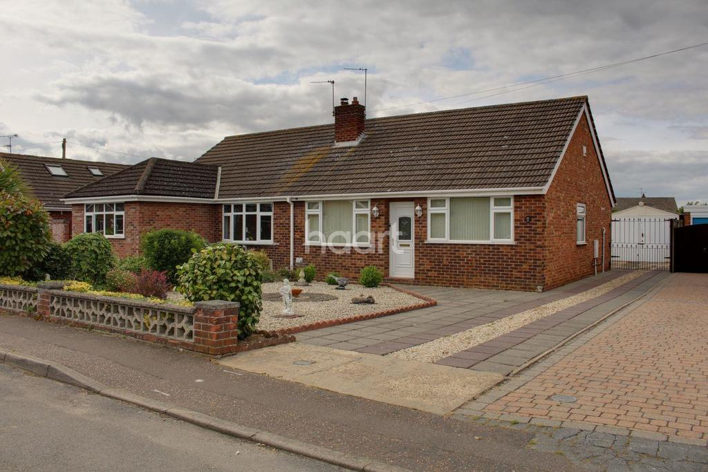 2 Bedrooms Bungalow for sale in Mantle Close, Sprowston