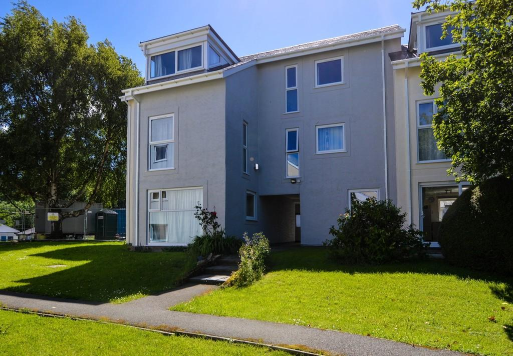 2 Bedrooms Flat for sale in Ffordd Siabod, Y Felinheli, North Wales