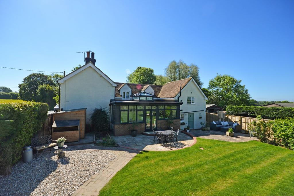 4 Bedrooms Detached House for sale in Mersham, TN25
