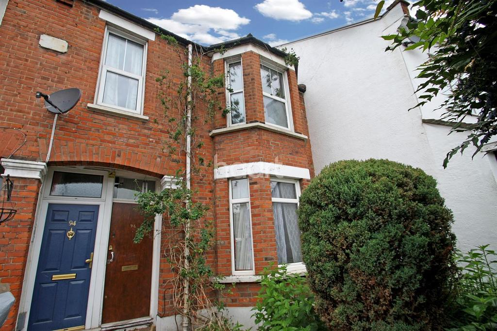 3 Bedrooms Flat for sale in Pulteney Road , South Woodford, E18
