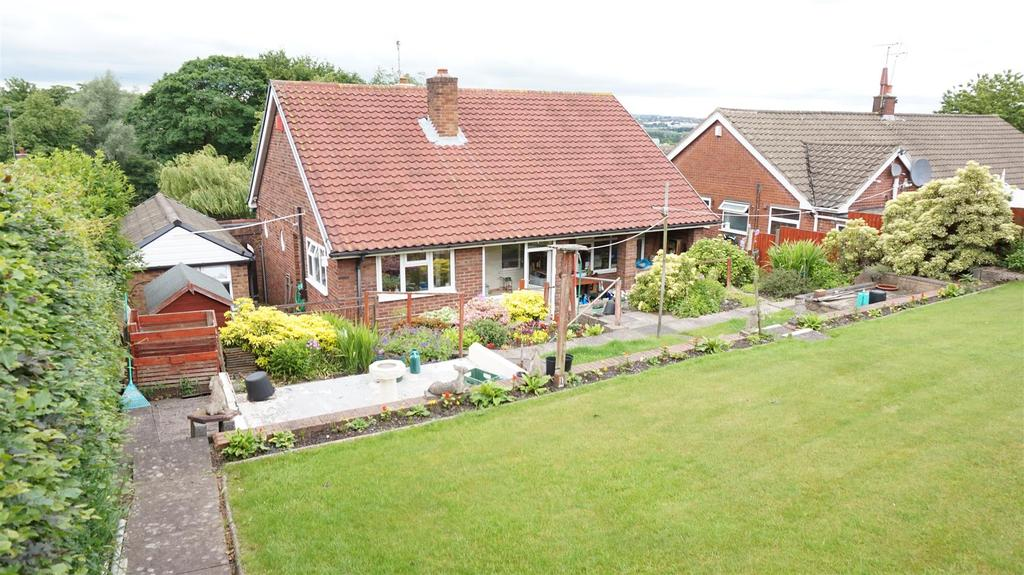2 Bedrooms Detached Bungalow for sale in Oaklands Avenue, Wolstanton, Newcastle, Staffs