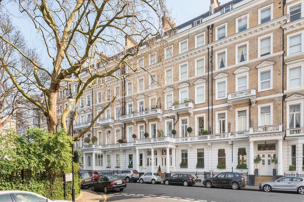 3 Bedrooms Flat for sale in Queen's Gate Gardens, South Kensington, London, SW7