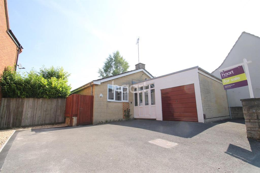 2 Bedrooms Bungalow for sale in Lower Stratton
