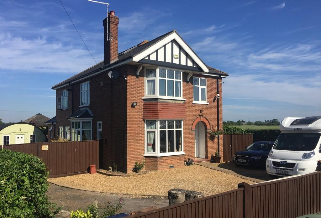 5 Bedrooms Detached House for sale in Wimblington Road, March