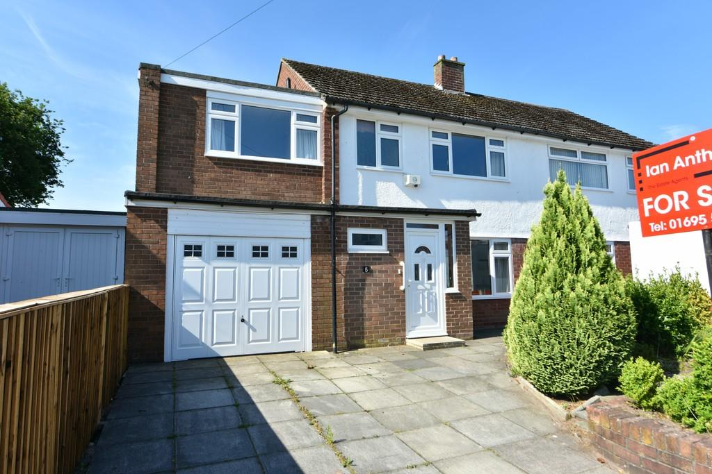 4 Bedrooms Semi Detached House for sale in Barnes Road, Ormskirk
