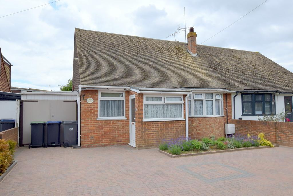 2 Bedrooms Semi Detached Bungalow for sale in Brook Close, Greenhill, Herne Bay