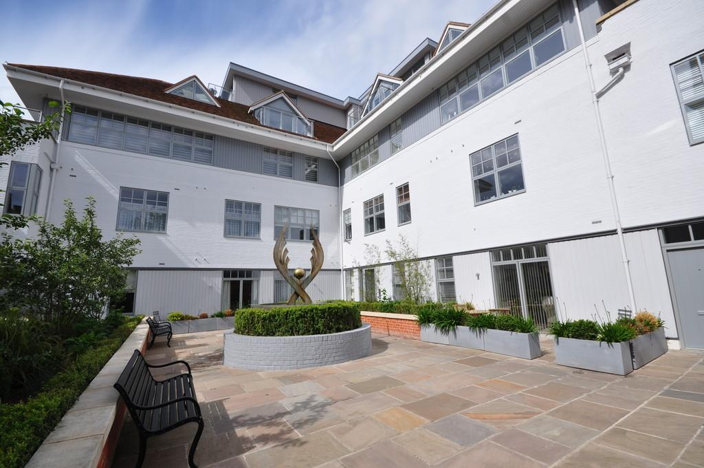 2 Bedrooms Flat for sale in High Street, Colchester