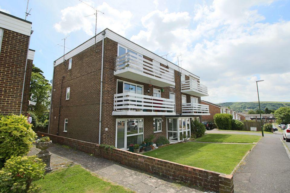 2 Bedrooms Apartment Flat for sale in St Annes Gardens, Hassocks, Keymer, West Sussex, BN6 8RA