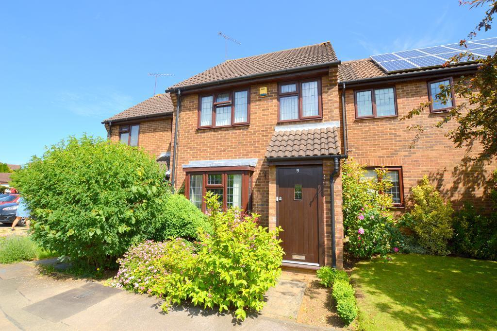 3 Bedrooms Terraced House for sale in Lucas Gardens, Luton, LU3 4BE