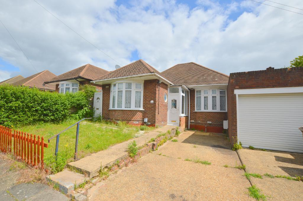 3 Bedrooms Detached Bungalow for sale in Clevedon Road, Stopsley, Luton, LU2 9EB