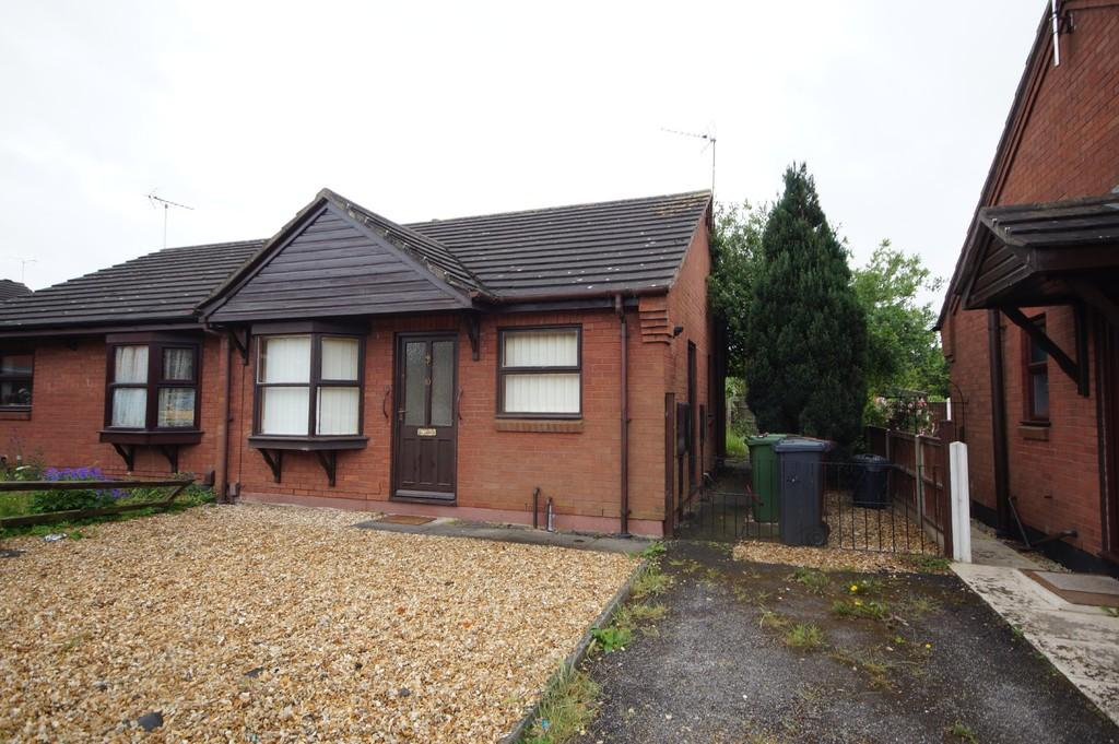 2 Bedrooms Semi Detached Bungalow for sale in St. Catherines Court, Lincoln