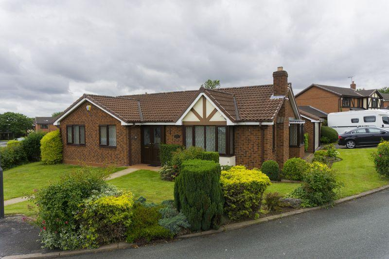 3 Bedrooms Detached Bungalow for sale in Fox Walk, Upper Stonnall, Walsall.