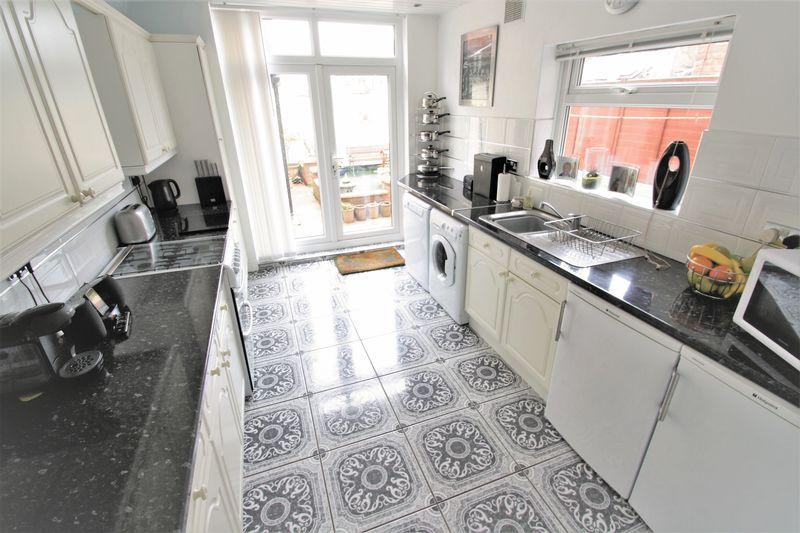 3 Bedrooms Terraced House for sale in St Barnabas Road, Linthorpe, Middlesbrough, TS5 6AT
