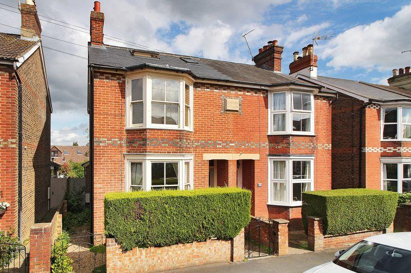 4 Bedrooms Semi Detached House for sale in Clarence Road, Horsham