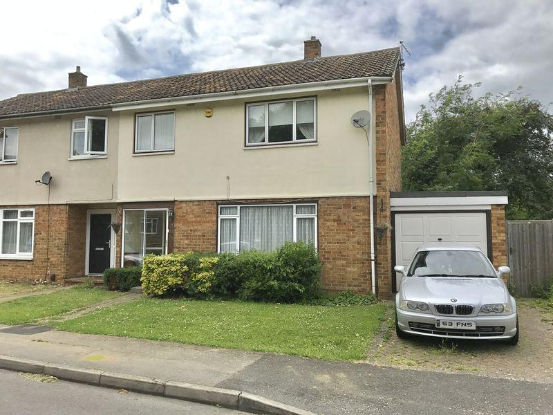 3 Bedrooms Semi Detached House for sale in Churchfield, Harlow, Essex