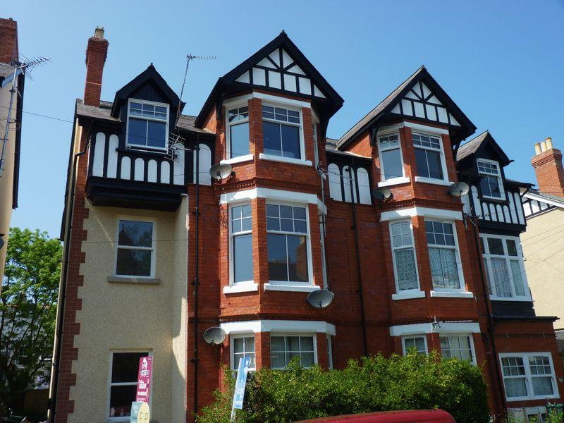 2 Bedrooms Apartment Flat for sale in Lawson Road, Colwyn Bay