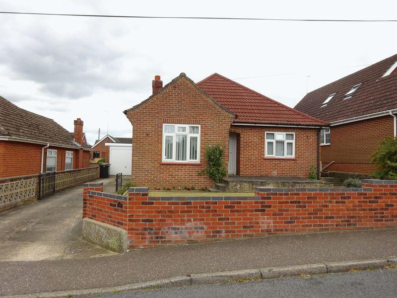 3 Bedrooms Detached Bungalow for sale in West Road, New Costessey, Norwich