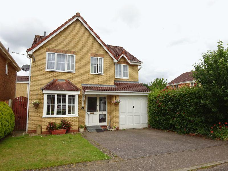 4 Bedrooms Detached House for sale in Peakwell Close, Taverham, Norwich