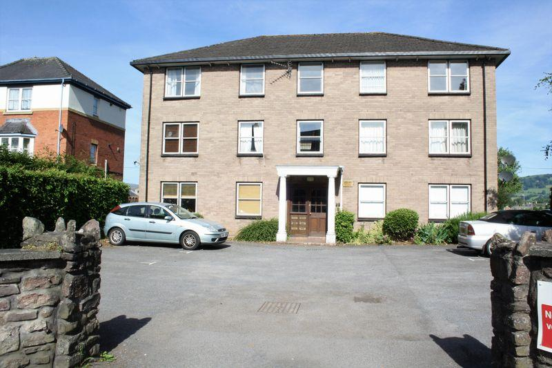 2 Bedrooms Apartment Flat for sale in Hereford Road, Abergavenny