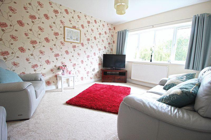 2 Bedrooms Maisonette Flat for sale in Farrington Road, ETTINGSHALL PARK