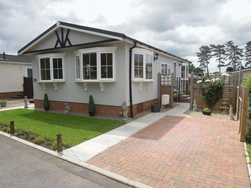 2 Bedrooms Park Home Mobile Home for sale in Orchards Residential Park, Langley.
