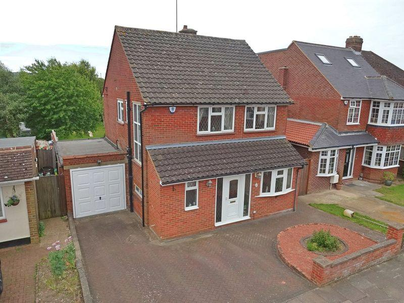 3 Bedrooms Detached House for sale in Hemingford Drive, Luton