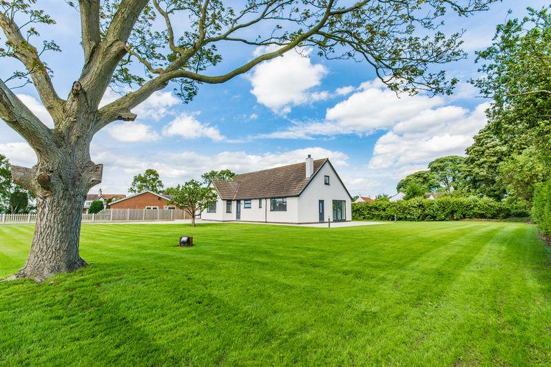 3 Bedrooms Detached Bungalow for sale in Caves Lane, Walkeringham, DN10