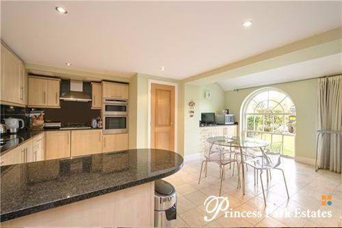 2 Bedrooms Apartment Flat for sale in Princess Park Manor, Royal Drive, N11