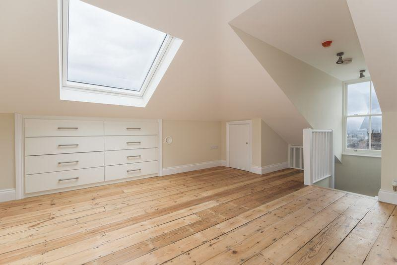2 Bedrooms Apartment Flat for sale in Charlton Church Lane, Charlton