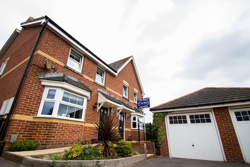3 Bedrooms Semi Detached House for sale in 3 Bed Semi - Detached Family House