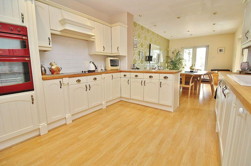 4 Bedrooms Semi Detached House for sale in Burnley Road, Ainsdale