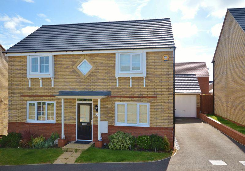 4 Bedrooms Detached House for sale in Hillary Close, Oakley Vale, Corby