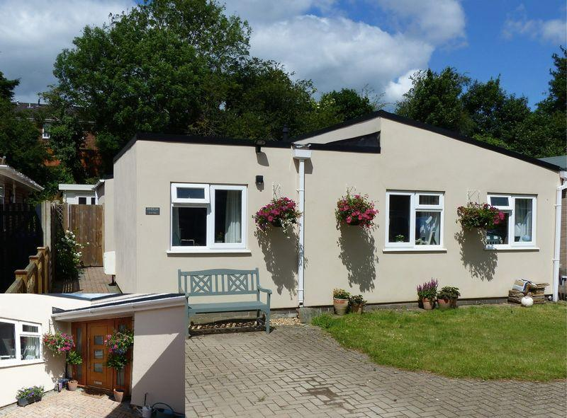 3 Bedrooms Semi Detached Bungalow for sale in COOKHAM