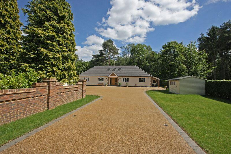 4 Bedrooms Detached House for sale in Chobham/Ottershaw Borders