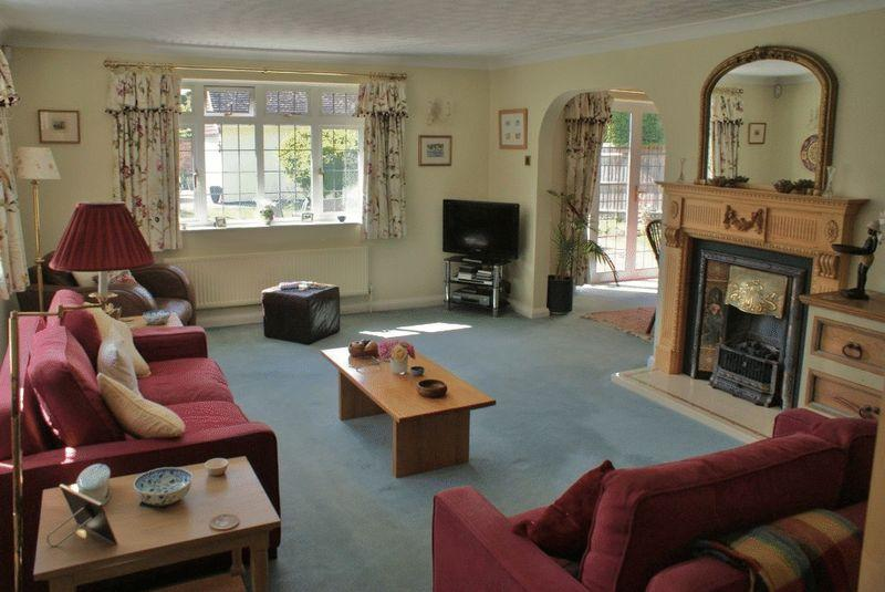 3 Bedrooms Detached House for sale in Sonning-on-Thames, Berkshire.