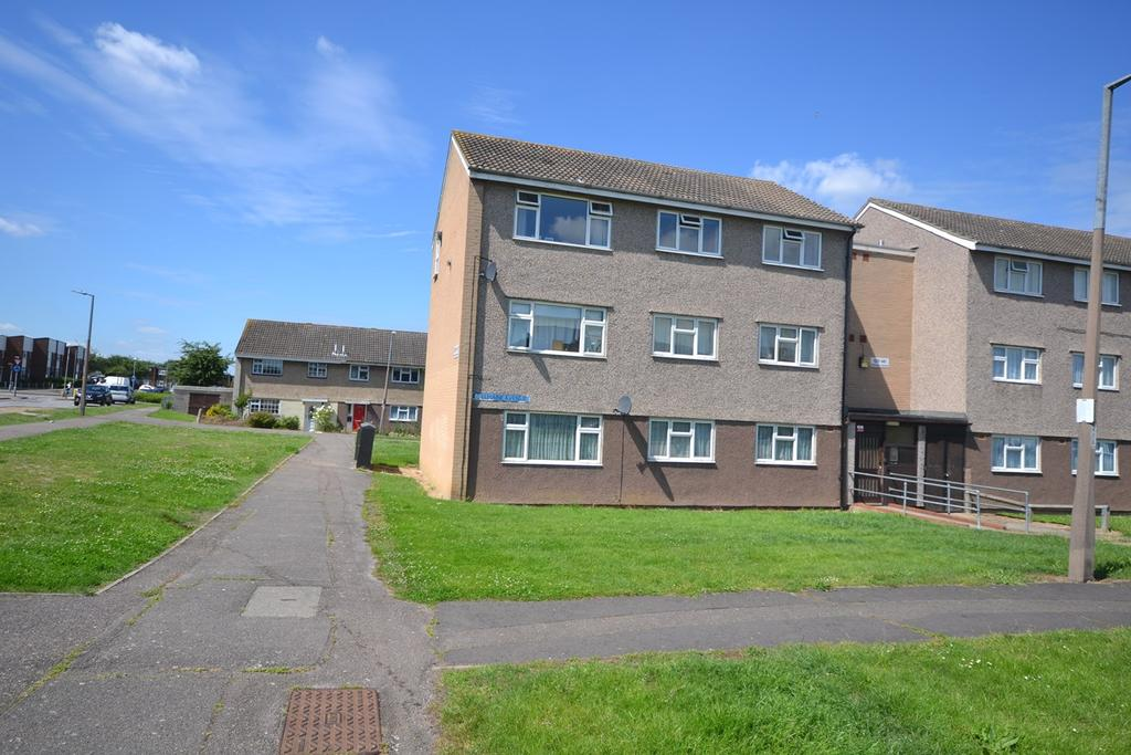 2 Bedrooms Flat for sale in Bellmaine Avenue, Corringham, Stanford-le-Hope, SS17