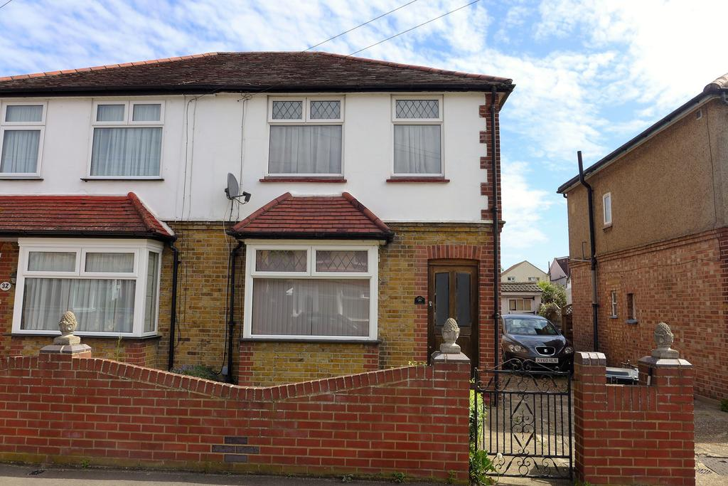 3 Bedrooms Semi Detached House for sale in Shaftesbury Avenue, Feltham