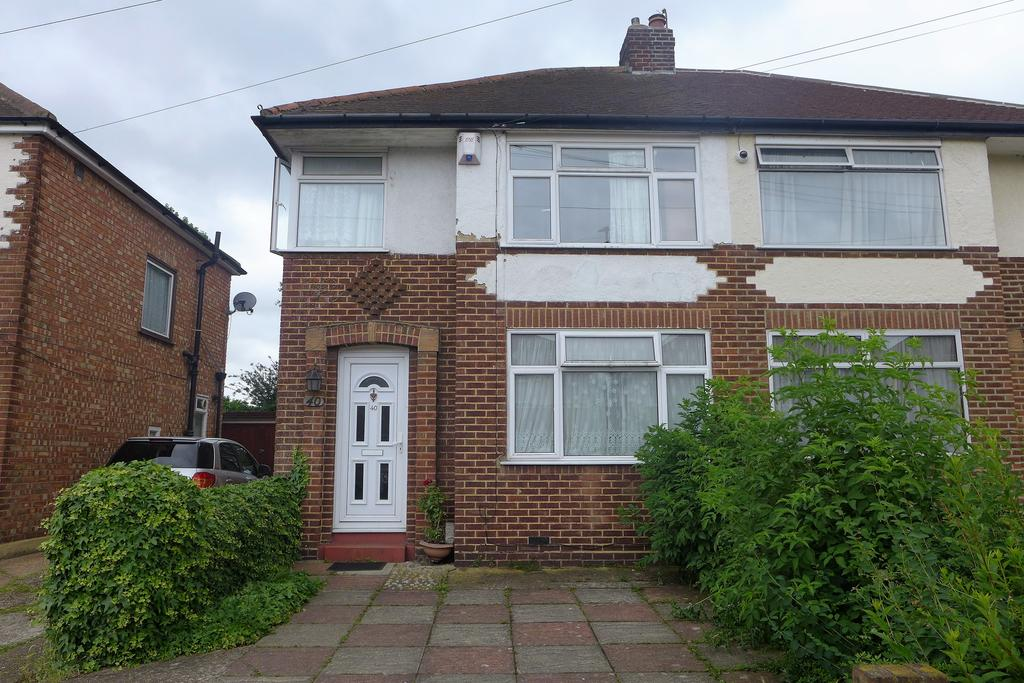 3 Bedrooms Semi Detached House for sale in Letchworth Avenue, Feltham