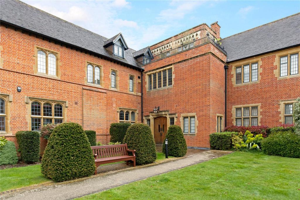 1 Bedroom Unique Property for sale in Abbey Gardens, Upper Woolhampton, Reading, RG7